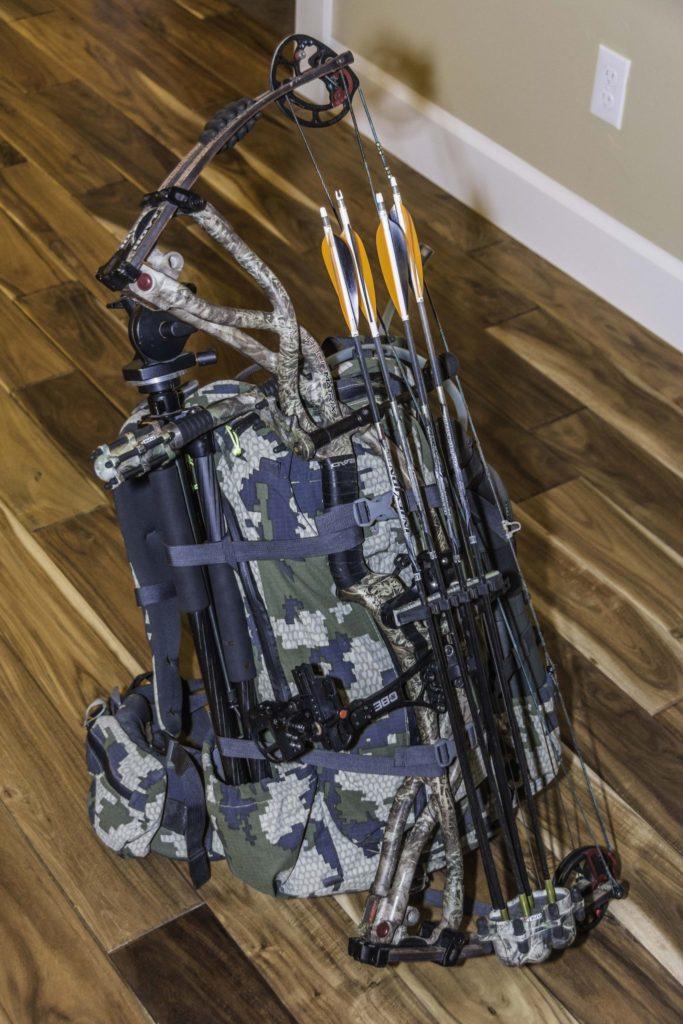 Bull elk archery hoyt easton kuiu backpack rent guns gear hunting hunter rifle swarovski leica zeiss vortex seek outside camping